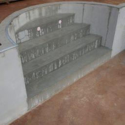 construction d'une pisicne- escaliers
